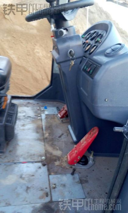 烧毁的铲车又修好了
