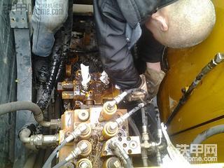 现代110更换回转马达油封全过程
