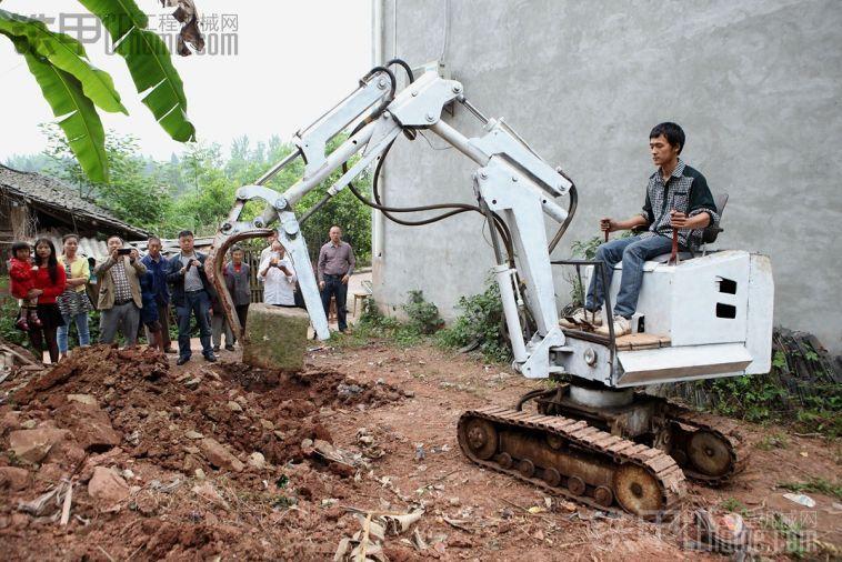 自制挖机的那哥们儿,你上头条了