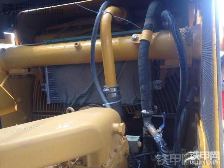 空调的冷凝器也挡上了,如果吸进去影响散热,制冷就不好了,上