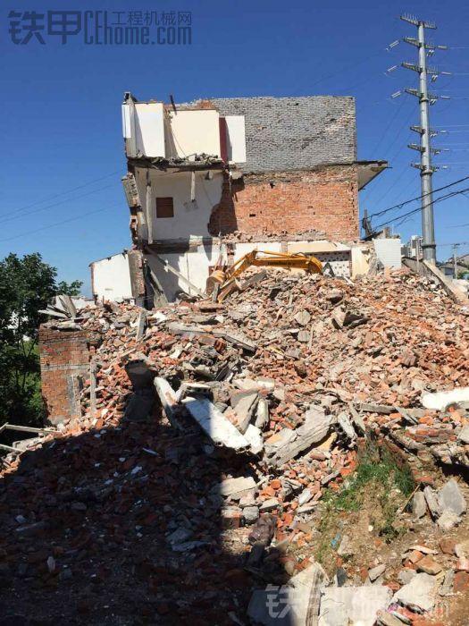 看看拆房子 把挖机整成什么样了