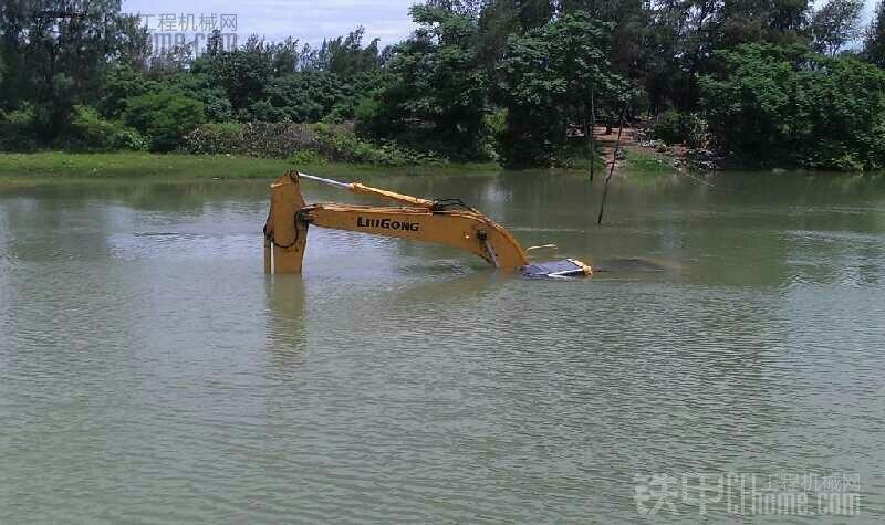 最会游泳的挖机!!!!!!!