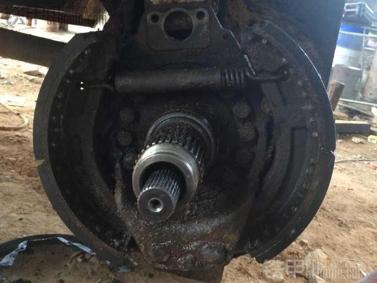 有没有修轮挖刹车的师傅帮忙看看!