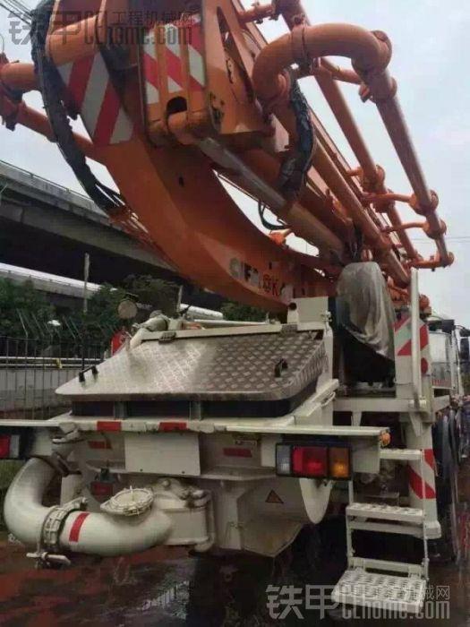 出售全新42米泵车中联上装五十玲底盘