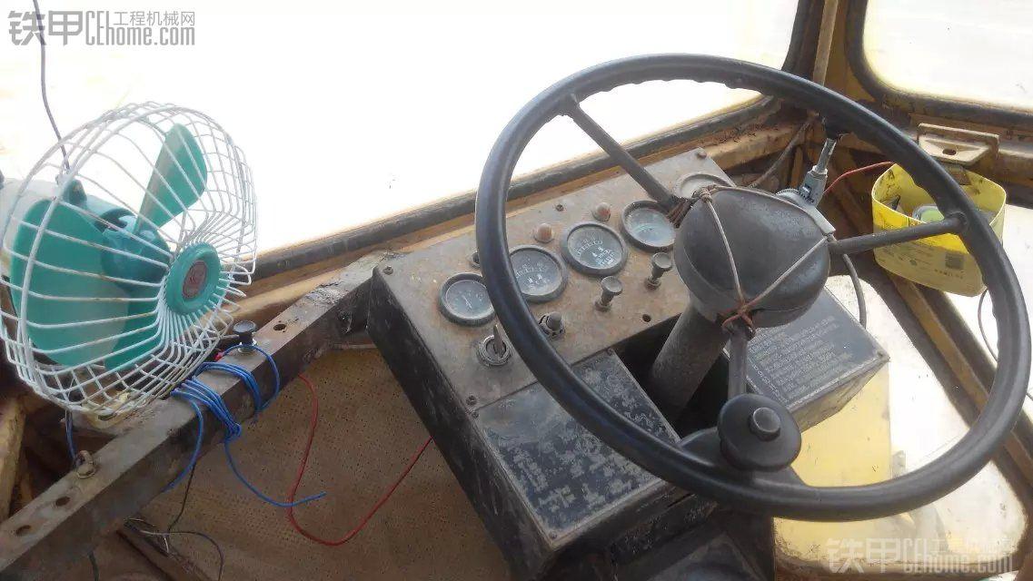 【见证徐工】93年老古董徐工压路机YZ10B,屹立不倒。