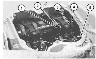 C27 和 C32 发动机气门间隙 - 检查/调整