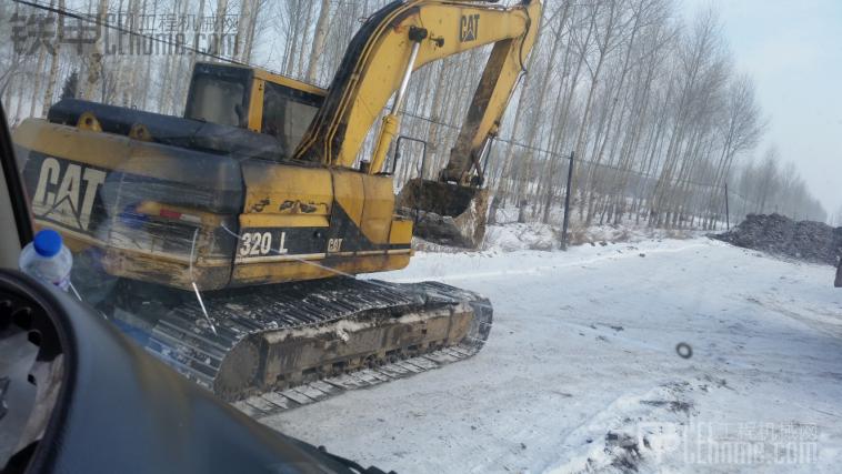 猜下这台挖掘机多少年了。