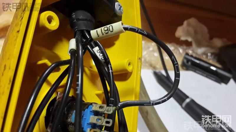 【维修醉事】 我的三一125吨履带吊机安装 遥 控 器 维修