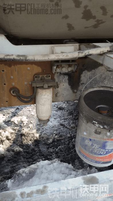 自己加的解放柴滤,原车的太小了。