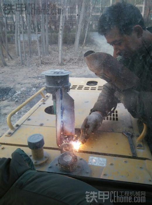 临工933l自己动手加装湿式滤清器!