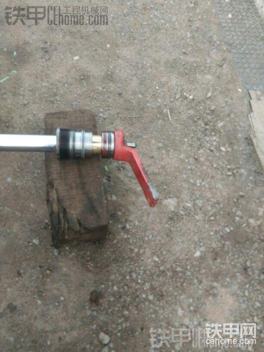 螺母尽量使劲敲紧,我用的补轮胎的砍锤,