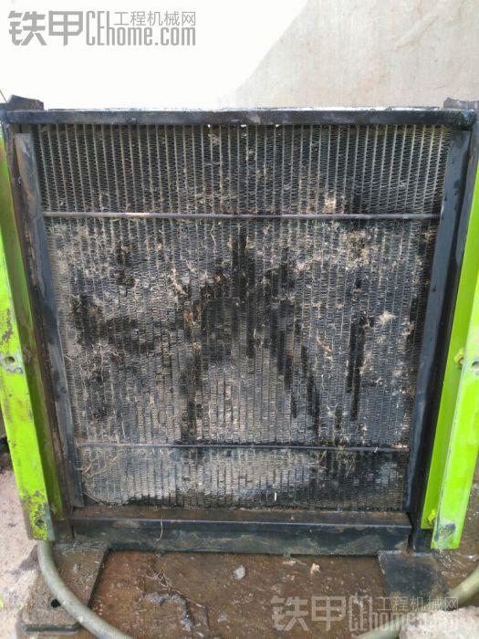 发动机高温清洗水箱。