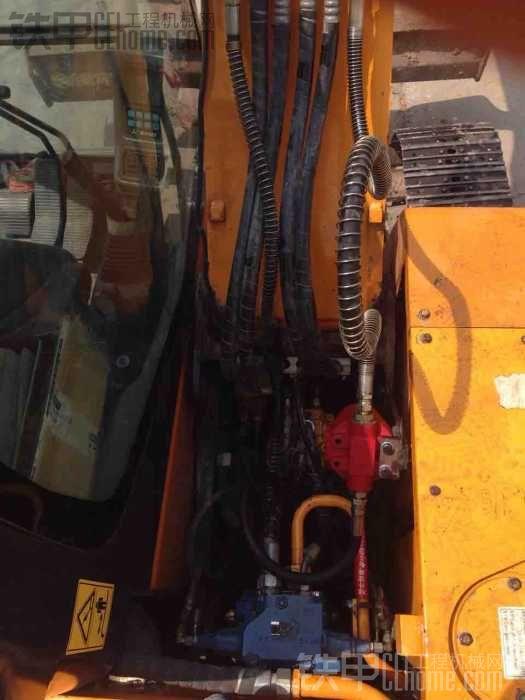 小三破碎锤安装回油滤芯