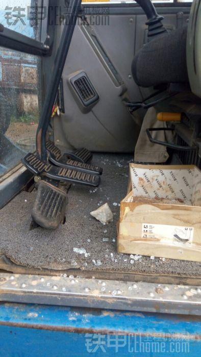 挖机被砸了,可以报警么