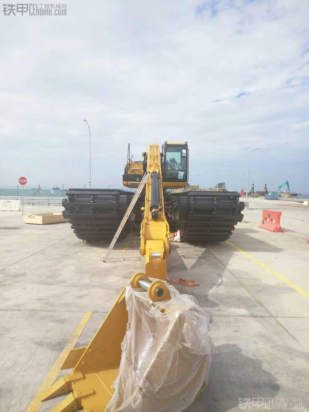 新加坡后续两台跟进,组装完毕等待试车