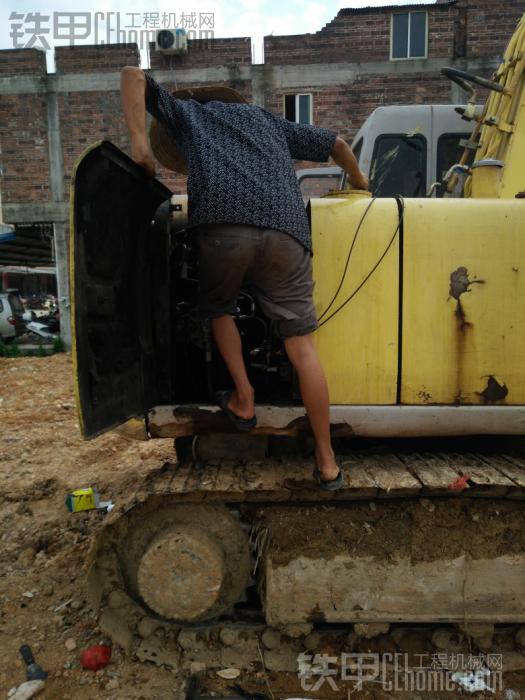 修个液压泵修了两天了,今天装上去调试