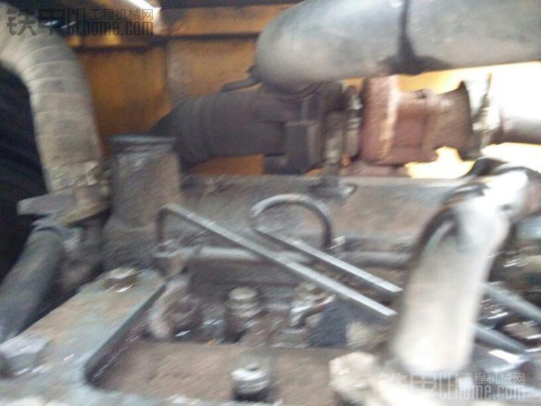 这个贴的是康明斯发动机,其实是小松发动机,带增压器,有烟,油门小了玩不了,换过一 ...