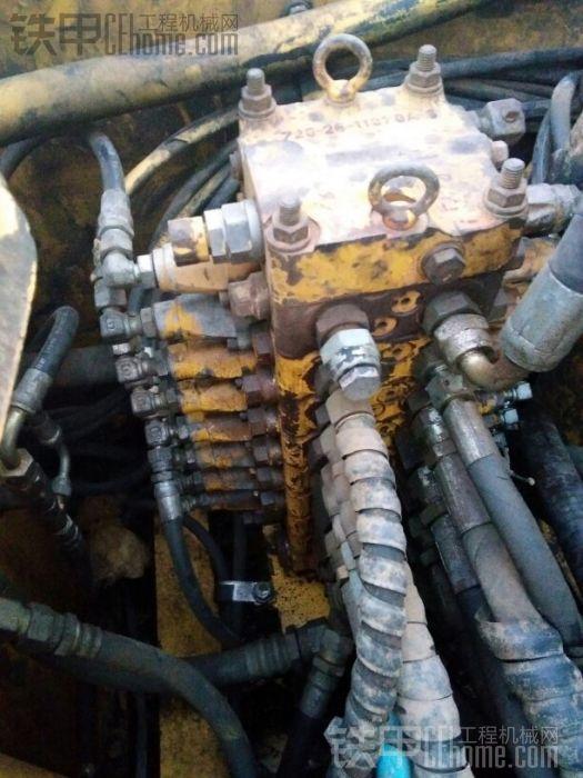这个是小松60+7主控阀,叫什么敏感控制,也是小松专用,很贵,原装不带备用阀,给用户 ...