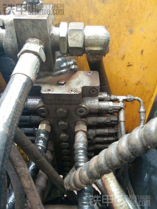 这个是徐工80东芝分配阀,不容易漏油,但挖机越用越没有力,主要就是这个有问题,总成 ...