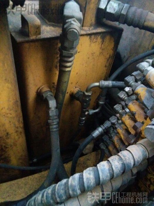 这个是小松60-7液压油箱和柴油箱,分开设计,互不影响,油箱容量比徐工要小很多,但用 ...