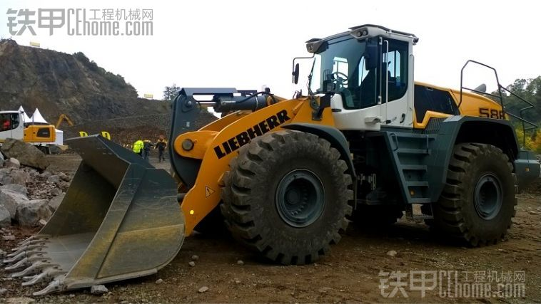 Liebherr L586 Xpower