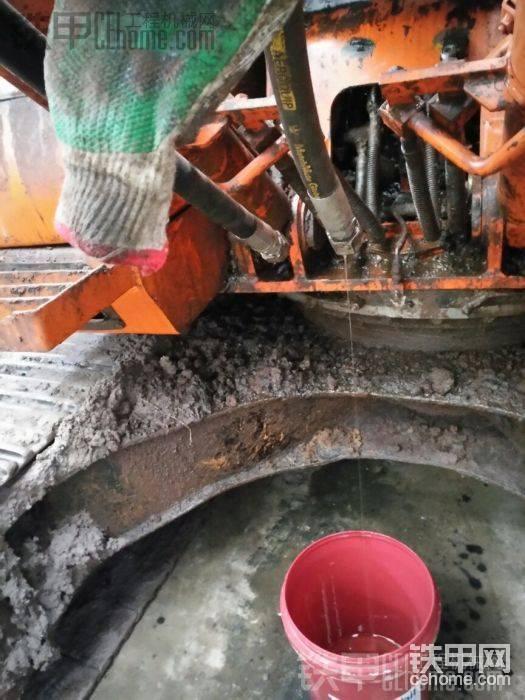 油路也改到下面了,油管拆起来也方便很多。