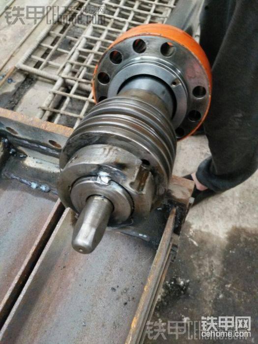 实在不放心,就用电焊点了2个点锁主大螺母,这个不影响以后拆卸的,用角磨机打磨一下就可以。