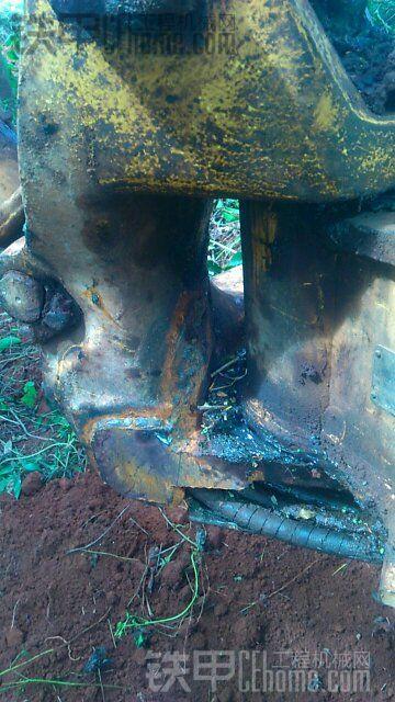 求助!小挖机大臂底座爆裂