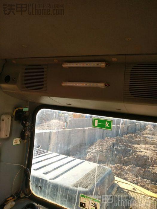 这个是防盗系统的灯,装在驾驶室,晚上报警亮瞎你的双眼