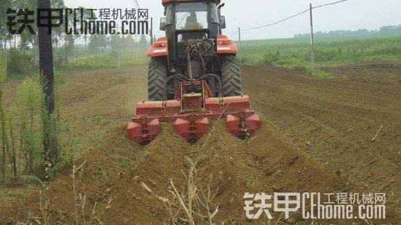 大家看看,适合各种大小地形的耕地机