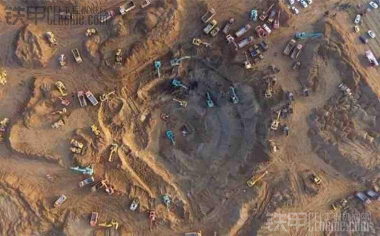 河北保定蠡县中孟尝村6岁男童掉入枯井急需长臂挖机