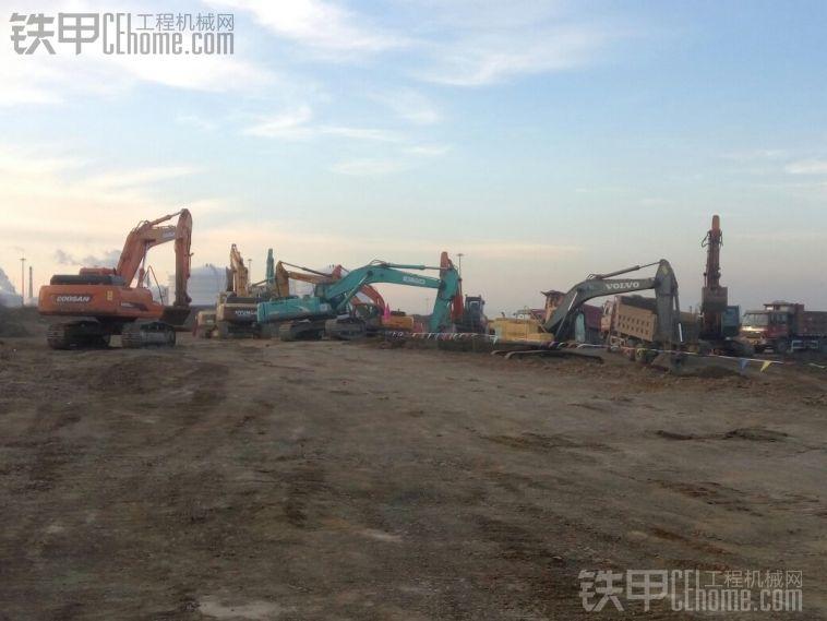 辽宁锦州锦郑线储油罐在建