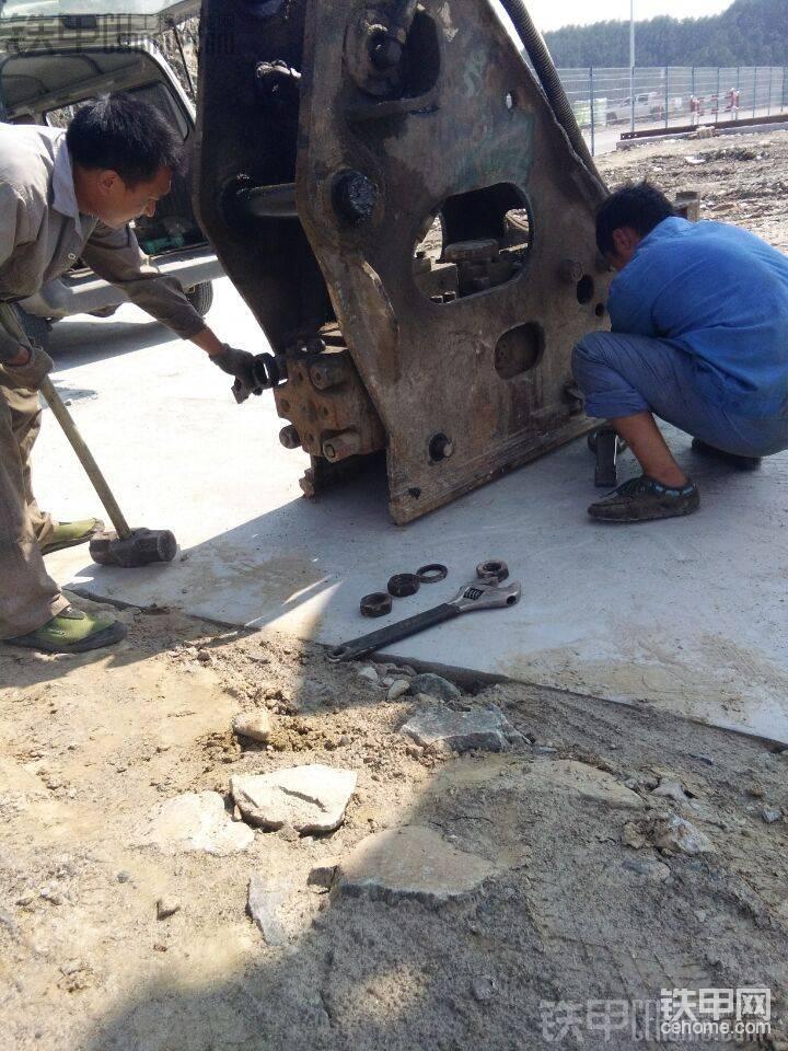 进口泰石克破碎锤全程维修图解