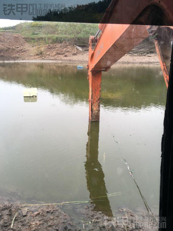 第一次干农村小水库感觉60小挖机不适合干这活
