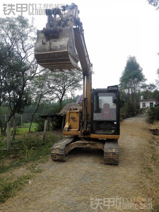 求购12吨挖机。要在广西钦州附近,