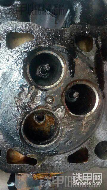 卡特c7发动机工作中掉气门打坏缸体!