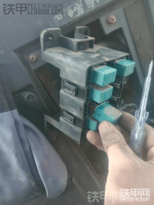 日立ZX70挖掘机加装夜灯过程分享-帖子图片
