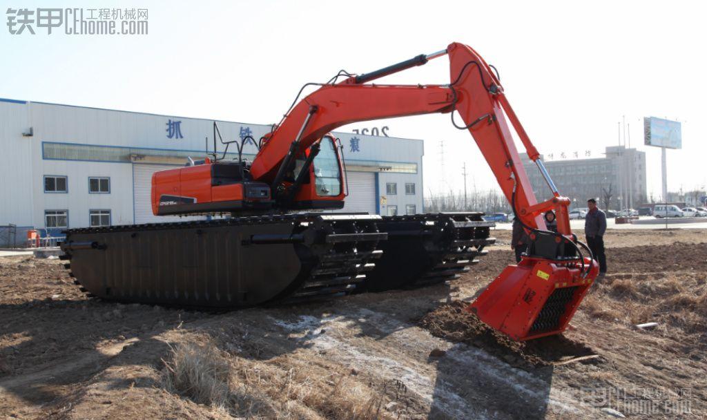 粉碎装置的斗山水陆两用挖掘机