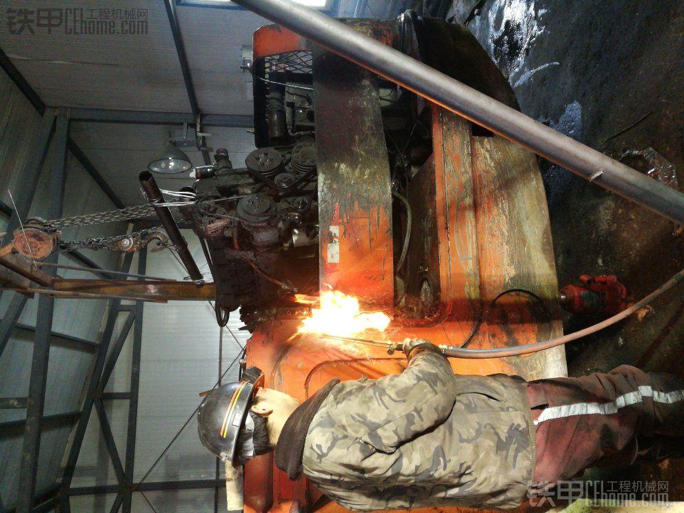 发动机维修过程