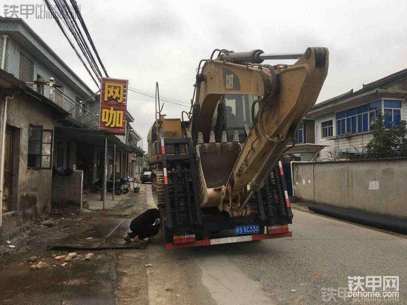 挖机完满上车