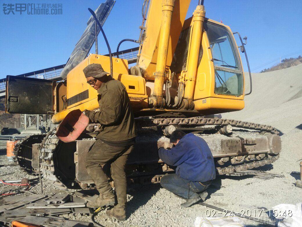 修理现代265-7链节,换链板螺丝