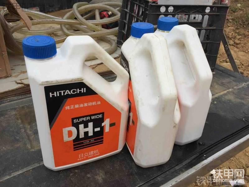 用原廠機油,一桶是125好像 一次保養用3桶還剩點,一桶4升,發動機寫著機油量是12升, ...