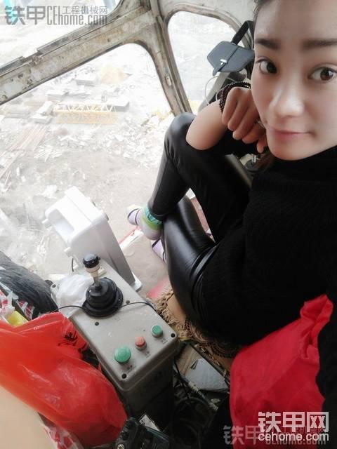 残酷的人生领悟 21岁女司机风雨塔吊路