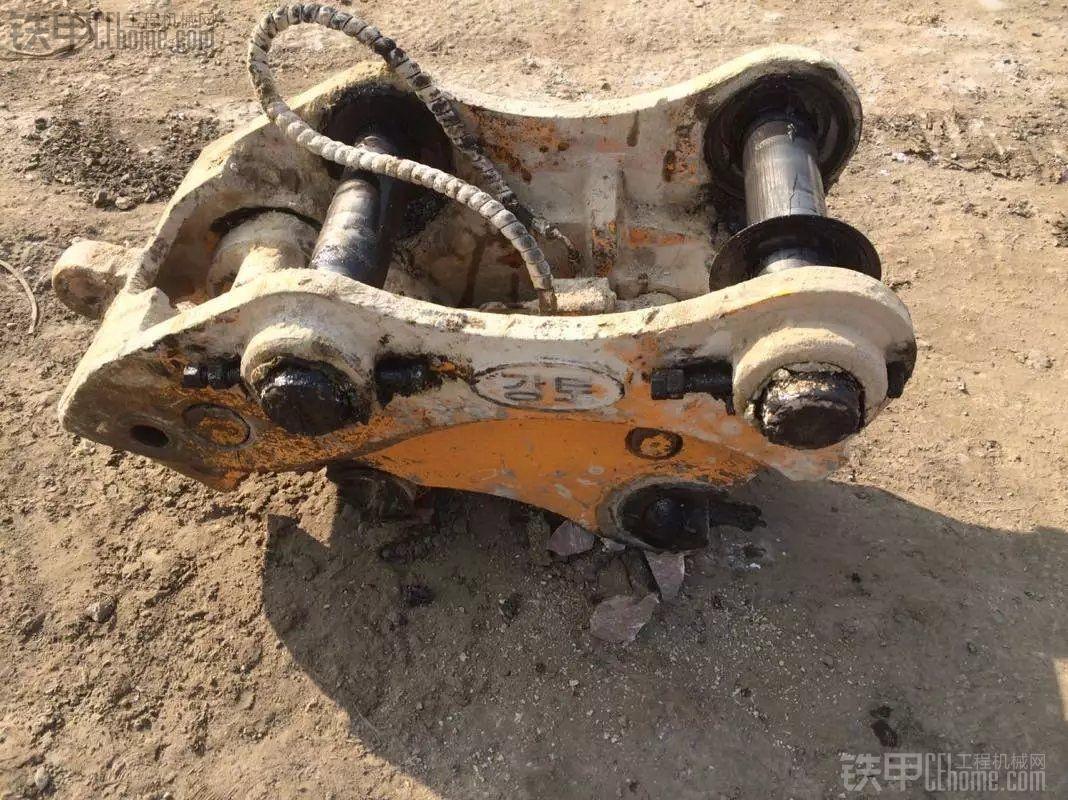 挖机卖了  原装卡特323挖斗和用了2个月连接器出售
