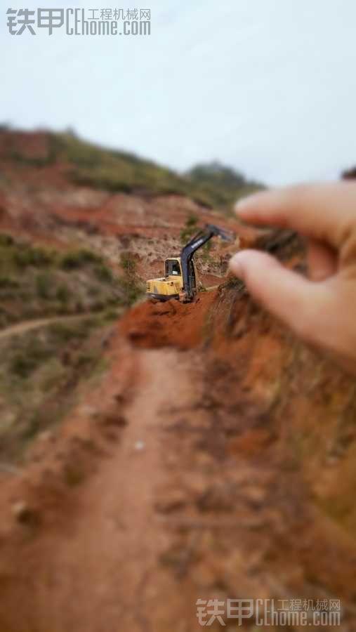 今天捡到一台小挖机