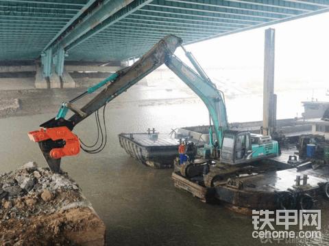 船挖加裝了高頻破碎錘,破碎效率高