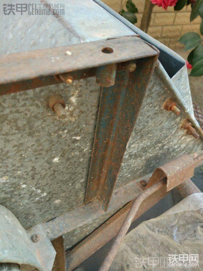 废弃的打谷机,问了几次,说没用就拆