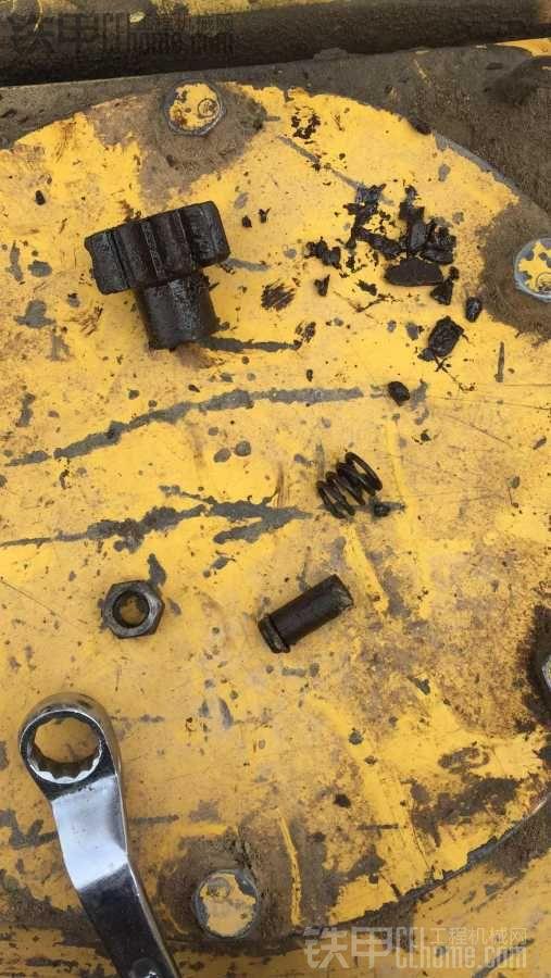 小松PC200-7 减震盘碎了 怎么换