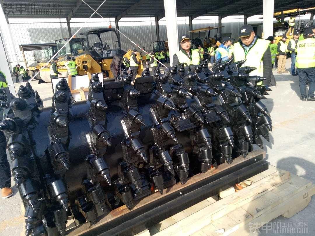 卡特彼勒新型铣刨机在中国助力中国公路养护