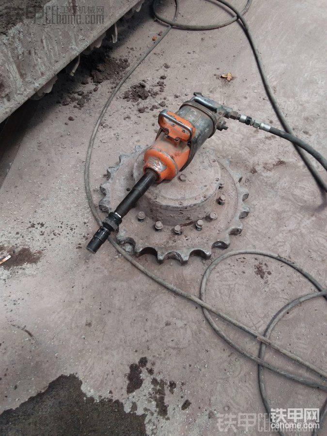 斗山DH150LC-7挖掘机行走维修记